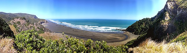 Karekare 0772, New Zealand - panoramio (1).jpg