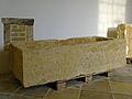 Kartause Mauerbach - Römischer Sarkophag.jpg
