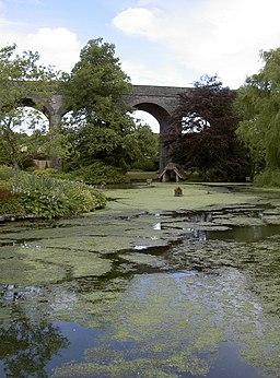 Kilver Court gardens (geograph 3147690)