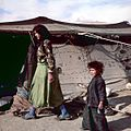 Kinderen bij een tent - Stichting Nationaal Museum van Wereldculturen - TM-20036606.jpg