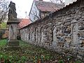 Kirchmauer Schloßvippach.jpg