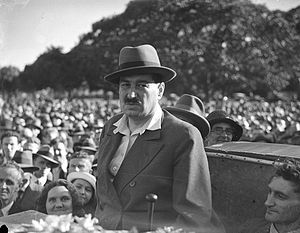 Egon Kisch - On 17 February 1935 the Czech Journalist Egon Kisch addressed 18,000 in the Sydney's Domain.