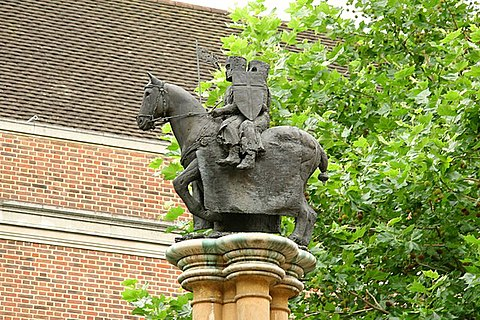 Knights Templar Poor Fellow-Soldiers of Christ and of the Temple of Solomon, two soldiers on one horse, the early symbol of the Knights Templar's poverty and dedication to Christ. Statue on a column in Church Court, Inner Temple in UK.