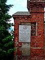 Kołobrzeg, tablica pamiątkowa poświęcona żołnierzom Pierwszej Armii Wojska Polskiego usytuowana na murze przy ul. Koszalińskiej DSC02302.JPG