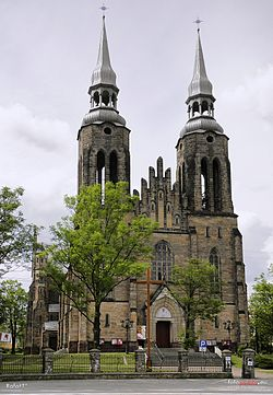 Kościół Najświętszego Serca Jezusowego w Skarżysku-Kamiennej - fotopolska.eu (562302).jpg