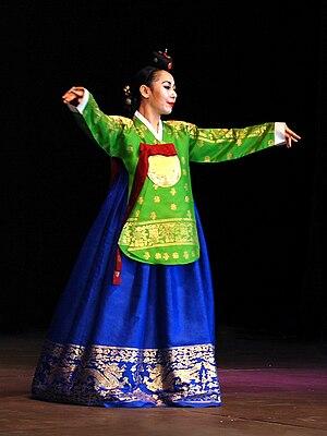 Geumbak - Image: Korean royal costume Dangui and Seuranchima 01