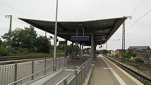 Krefeld-Uerdingen station - Platform, looking towards Krefeld Hbf, 2015