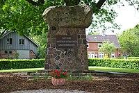 Kriegerdenkmal Tremsbüttel.jpg