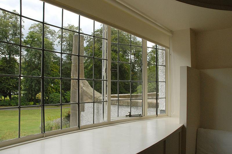 File la fen tre du salon ovale house for an art lover for A la fenetre sarthoise