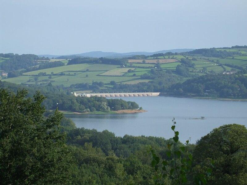 Fichier:Lac Pannecière et barrage.JPG