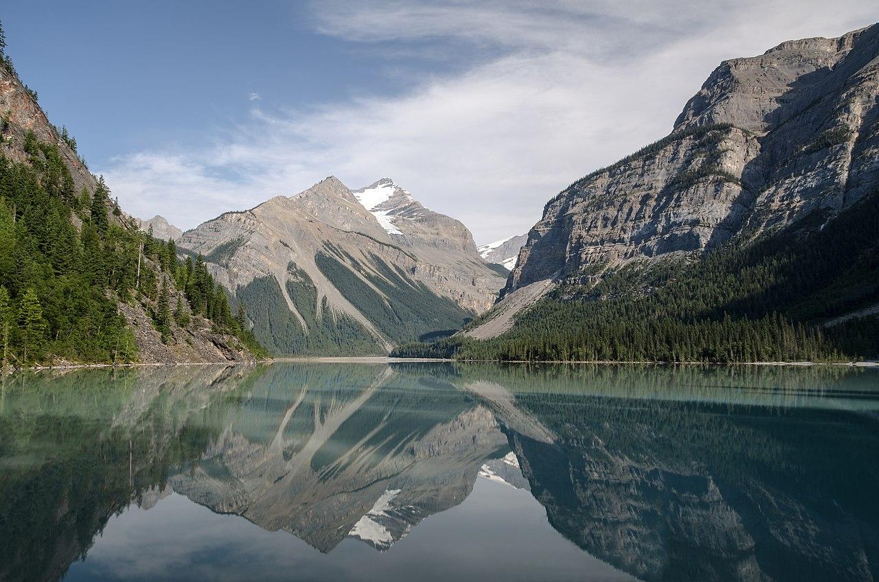 Le lac Kinney dans le parc provincial du Mont Robson, en Colombie-Britannique.  (définition réelle 4928×3264)