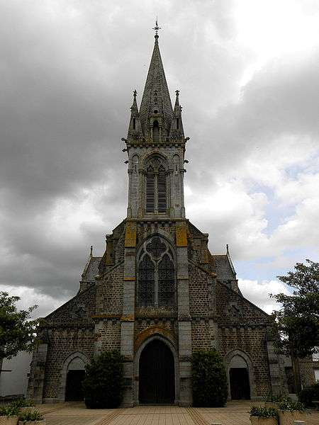 Église Saint-Martin de Landivy (53). Façade principale.