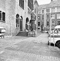 Lantaarn bij ingang - Amsterdam - 20011165 - RCE.jpg