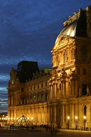 English: Richelieu wing of the Louvre museum F...