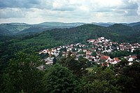 Lemberg (Pfalz), view from the ruined castle to the village.jpg