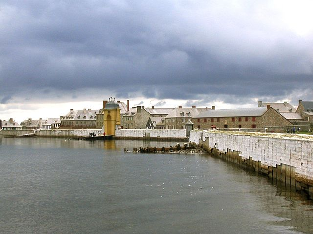 Louisbourg By Aconcagua (Own work) [GFDL (https://www.gnu.org/copyleft/fdl.html) or CC BY-SA 3.0 (https://creativecommons.org/licenses/by-sa/3.0)], via Wikimedia Commons