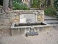 Lourmarin - fontaine chateau.jpg