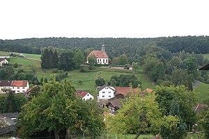 Blick auf Kirche und Kirchhof 2011