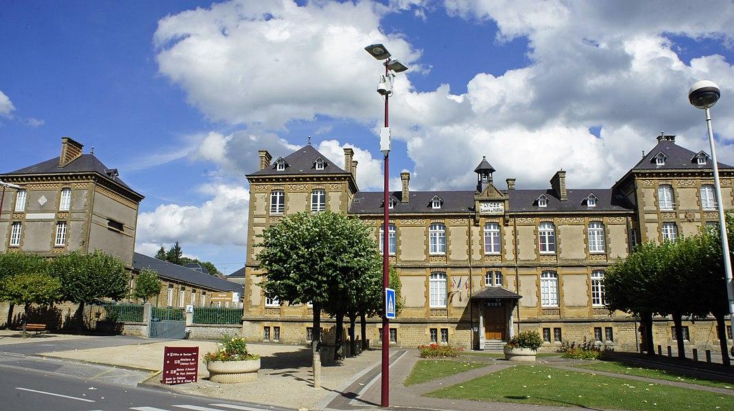 Lycée Elisabeth de Nassau sur la place éponyme.