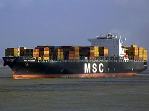 MSC Chicago p2, leaving Port of Rotterdam, Holland 08-Mar-2007.jpg