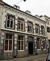foto van Huis met brede voorgevel in de trant der zgn. Maaslandse renaissance, eindigend in een hoofdgestel.