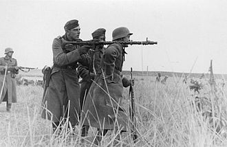 MG 34 - Machine gun team with MG34 at the Eastern Front