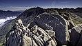 Maciço das Prateleiras com alpinistas.jpg