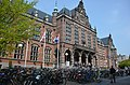 Main facade of the Academiegebouw Groningen with hundreds of bikes - panoramio.jpg
