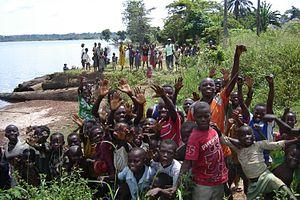 Mai-Ndombe District - Children beside Lake Mai-Ndombe, April 2006