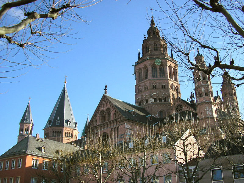 http://upload.wikimedia.org/wikipedia/commons/thumb/5/53/Mainzer_Dom_nw.jpg/800px-Mainzer_Dom_nw.jpg