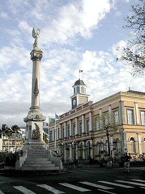 Saint-Denis, Réunion - Saint-Denis's former city hall and the Column of Victory.