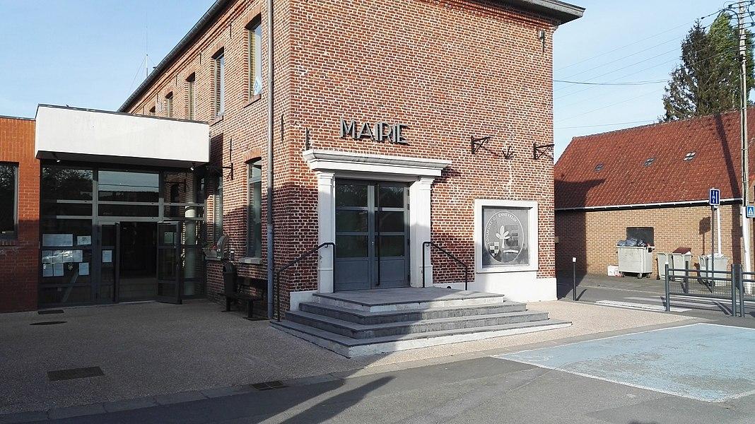 Mairie près de la Place d'Ennevelin