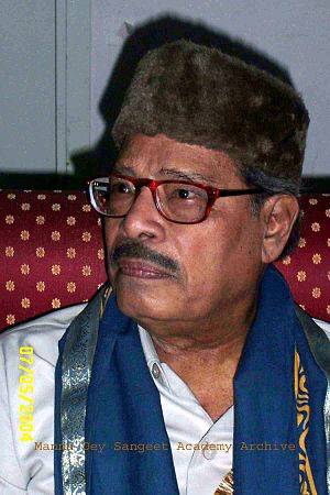 Manna Dey - Manna Dey after Getting D.Litt degree from Rabindra Bharati University (May 2004)