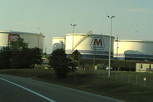 History of Ashland, Kentucky - Storage tanks at the Catlettsburg Refinery