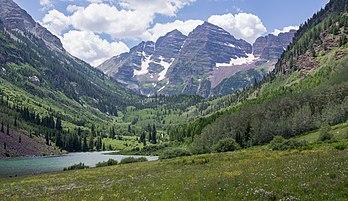 Les Maroon Bells, dans le massif des monts Elk (Colorado). (définition réelle 4466×2580)