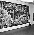 Mary Dambiermont bij haar wandtapijten, Bestanddeelnr 926-8211.jpg