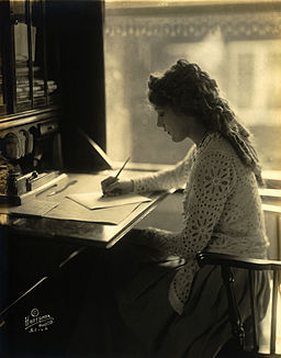 Mary Pickford-desk
