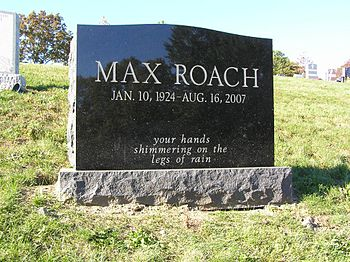 English: The grave of Max Roach in Woodlawn Ce...