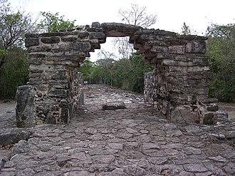 San Gervasio (Maya site) - The arch at San Gervasio