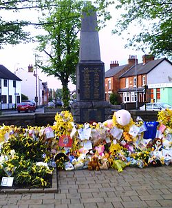 Tributes to Madeleine McCann in her home town in 2007. Image: Quakerman.