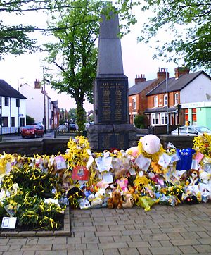 Disappearance of Madeleine McCann - Tribute in Madeleine's home town of Rothley, 17 May 2007