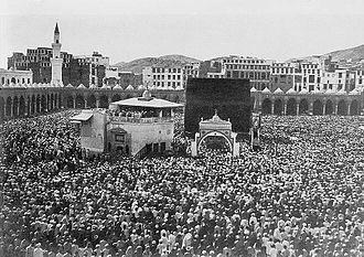 William Richard Williamson - Mecca, ca. 1910. Bird's-eye view of Kaaba crowded with pilgrims