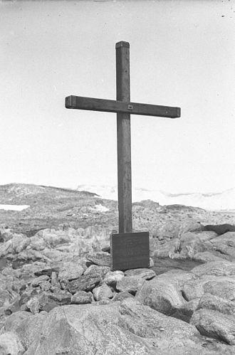 Xavier Mertz - The memorial cross erected at Cape Denison in 1913 for Mertz and Ninnis