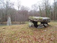 Menhir et dolmen de Ménardeix.jpg