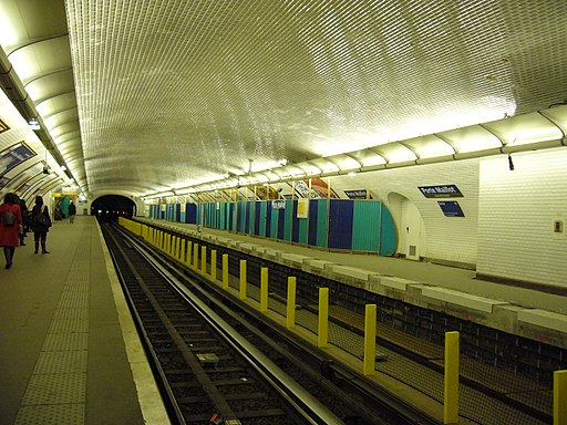 Metro Paris - Ligne 1 - Porte Maillot - Installation facades de quai