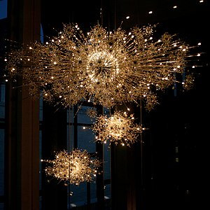 Metropolitan Opera House (Lincoln Center) - Lobby chandeliers