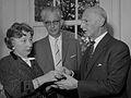 Miep Gies en Otto Frank (1961).jpg