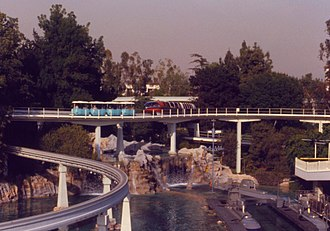 PeopleMover - The PeopleMover (blue) and the Disneyland Monorail System (red) in 1979