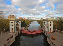 Moskva River locks near Karamyshev Embankment.jpg