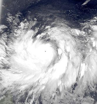 Typhoon Muifa (2011) - Image: Muifa Jul 30 2011 1909Z